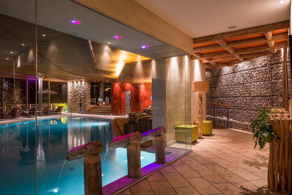 Wellness spa im 5 sterne wellnesshotel in s dtirol for Design hotel dorf tirol